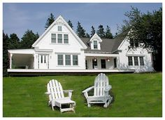 The Porch Wonderful New England Charm Cottage at Swans Island Maine Vacation Rentals, Beach Cottage Exterior, Weatherboard House, Colonial Style Homes, Big Tree, Beach Cottages, Swans, Ideal Home, Curb Appeal