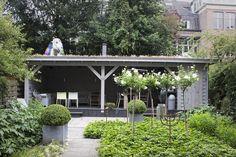 Extra grote houten tuinkamer. Amsterdam. www.bronkhorstbuitenleven.nl