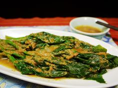 Healthy Steam Spinach with Asian Peanut Sauce (I'm going to make this with stir-fried baby spinach !) http://myeasychineserecipes.com/2013/10/25/healthy-steam-spinach-asian-peanut-dressing-easy-chinese-recipes/