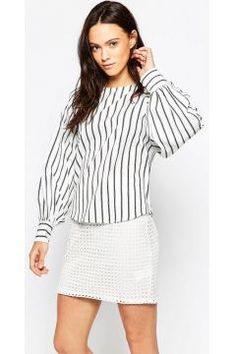 Minimum Villa Stripe Top - White https://modasto.com/minimum/kadin-ust-giyim-gomlek-bluz/br29852ct4