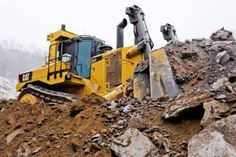 Earthmoving Report: Clean-Running Cat Easy on Operators Heavy Construction Equipment, Construction Machines, Heavy Equipment, Cat Bulldozer, Caterpillar Toys, Cat Farm, Tonka Toys, Mining Equipment, Oil And Gas