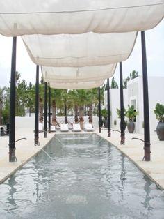 Au villa de vacances, je voudrais imiter les fontaines et le style marocain d'Alys Beach. Je veux partout la pelouse et l'eau fluide.