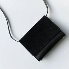 Minimalist Bags - My Minimalist Living My Bags, Purses And Bags, Dr Shoes, Minimalist Chic, Cute Purses, Branded Bags, Cute Bags, Mode Inspiration, Fashion Bags