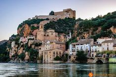 Catalonia is full of beautiful medieval, coastal and mountain villages. Here you can find the 25 most beautiful villages near Barcelona. Sustainable Tourism, Barcelona Travel, Vacation Places, Day Trips, Places To See, Beautiful Places, Around The Worlds, Koh Tao, Andorra