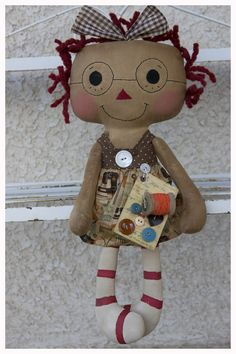 sewing Raggedy just give her wings and she'll be a cute angel. Primitive Doll Patterns, Tilda Toy, Homemade Dolls, Sock Crafts, Ann Doll, Raggedy Ann And Andy, Sewing Dolls, Soft Dolls, Diy Stuffed Animals