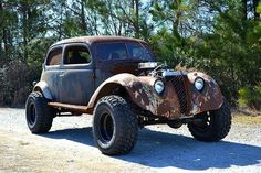 1937 Ford rat rod with a 5.2 L Magnum V8 and Jeep 4WD drivetrain