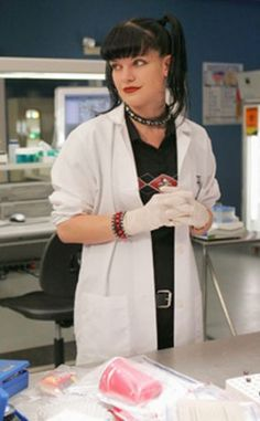 10 Cheap and Easy Halloween Costume Ideas for Teenage girls and women - Abby from NCIS