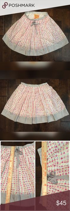 Johnny Was Silk Skirt In excellent condition, lined. Runs a little big, please check the measurements. One tiny flaw on the end of the tie. Feel free to ask questions! Johnny Was Skirts