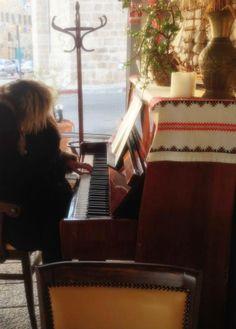 מצאתי פסנתר בעכו .. מתכוננת ומצולמת 4.2.2014
