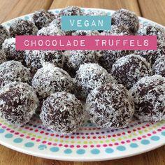 Gezonde vegan chocolade truffels #chocolate #truffles #truffels #chocolade #kokos #cacaopoeder #cacao #honing #agave #pindakaas #amandelboter #kikkererwten  http://wateetjedanwel.nl/gezonde-vegan-chocolade-truffels/