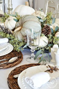 Natural thanksgiving table - The Most Stunning Fall Flower Arrangements and Centerpieces – Natural thanksgiving table White Pumpkin Centerpieces, Fall Table Centerpieces, Elegant Centerpieces, Thanksgiving Centerpieces, Decoration Table, Centerpiece Ideas, Fall Decoration For Home, Blue Fall Decor, Pumpkin Table Decorations