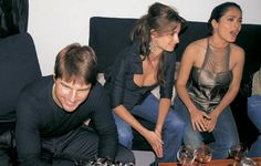"""Tom Cruise alongside Penelope Cruz and Salma Hayek in a moment of the party held in Los Angles in honor of Jamie Foxx, Oscar nominee for his role in """"Ray"""""""