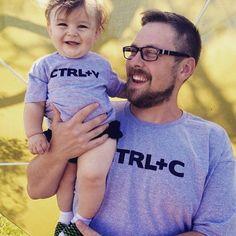 Morri com essas camisetas tal pai, tal filho!