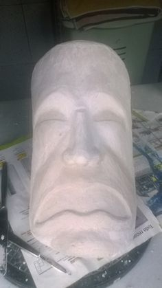 TEATRE | TEATRE DRAMA Dando forma a una de las dos máscaras.