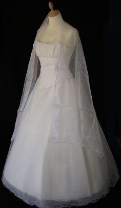 Robe de mariée neuve Pia Benelli modèle Nuance  Robes de mariée et ...