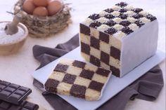La torta a scacchi è un dolce divertente e gustoso che ricorda nella forma l'omonimo gioco da tavolo.