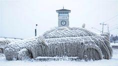 Reuters - As 20 fotos de natureza mais impressionantes de 2016. Um carro coberto de neve em Nova Iorque Foto REUTERS/Lindsay DeDario