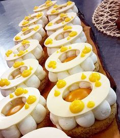 Some people see dietary restrictions as negative and others see a challenge and an opportunity. There's no shortage of creativity in this Gluten free tart by @omarbusi Gluten free monoportion : Linzer cookies, white chocolate & yogurt namelaka, mango & passion fruit dome, on the top white chocolate ring decorated with lemon curd. .