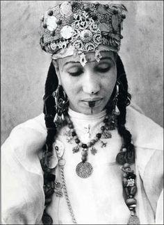 日の沈む大地、マグリブに住んでいたユダヤ人女性たちの民族衣装 - DNA