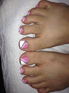 Very pretty toes! Pedicure Designs, Pedicure Nail Art, Toe Nail Designs, Toe Nail Art, Pink Pedicure, Pedicure Ideas, Pretty Toe Nails, Cute Toe Nails, Diy Nails