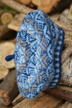 Wol 'n Draad, made with handspun Shetland fleece and Shetland yarn dyed with natural Indigo.