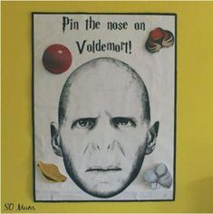 Harry Potter party games - Pin the nose on Voldemort Harry Potter Partyspiele - Steck Voldemor. Baby Harry Potter, Harry Potter Baby Shower, Deco Noel Harry Potter, Harry Potter Motto Party, Harry Potter Fiesta, Harry Potter Party Games, Harry Potter Thema, Classe Harry Potter, Harry Potter Halloween Party