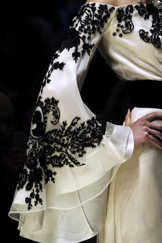 "style-and-stuffs: "" Jean Louis Scherrer haute couture fall "" Couture Mode, Style Couture, Couture Details, Fashion Details, Look Fashion, Couture Fashion, Fashion Design, Paris Fashion, Couture Ideas"
