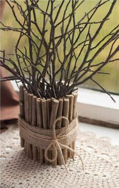 Neutrácejte za drahé dekorace: Posbírala několik popadaných větví, které následně proměnila v kouzelné dekorace! Diy Home Crafts, Craft Stick Crafts, Wood Crafts, Diy Home Decor, Upcycled Crafts, Creative Crafts, Decoration Bedroom, Room Decor, Bohemian Style Bedrooms