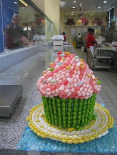 Jelly belly cupcake Giant Cupcake Cakes, Love Cupcakes, Jelly Belly Beans, Jelly Beans, Belly Cakes, Attic Conversion, Creative Cakes, Cup Cakes, Cake Cookies