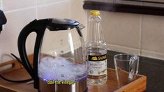 This is how I clean inside of my kettle removing limescale using white vinegar Clean Kettle, White Vinegar, Me Clean, Cleaning Hacks, Life Hacks, Household, Craft, Glass, Diy
