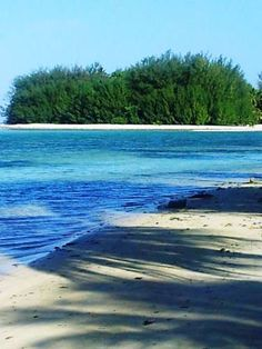 Muri Beach Haven Rarotonga Situated in Rarotonga, this holiday home features a patio with mountain views. The unit is 2.6 km from Muri. Free private parking is available on site.  The kitchen is equipped with an oven and a microwave and there is a private bathroom.