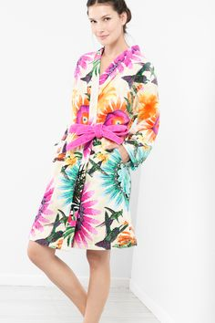 This velour and terry cloth bathrobe is a fabulous loungepiece which will have you wondering if the tropics taking over your bathroom or if your bathroom taking over the tropics!