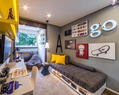 Boy's bedroom | Quarto de menino nos tons cinza e amarelo! O terraço foi incorporado ao quarto, estendendo a bancada de estudos e criando…