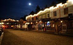 Zurück in den hundefreundlichen Wilden Westen! Spannende Western-Shows, außergewöhnlichen Restaurants und Bars, Freizeitpark mit Reiten, Klettern oder Shoppen.  #urlaubmithund #hundefreundlich #urlaub #freizeit #freizeitpark #pullmancity #dogfriendly #westernstadt #wilderwesten #wildwest #erlebnispark #bayern #bayerischerwald #deutschland #ausflugsziel #tierfreundlich #hund #hunde #ferien #ferienmithund #shopping #shows #dogswelcome