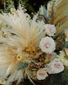 Romantic Wedding Decor, Bohemian Wedding Decorations, Boho Wedding, Grass Decor, Gold Lanterns, Wedding Planning Guide, Flower Video, Flower Bouquet Wedding, Pink Roses