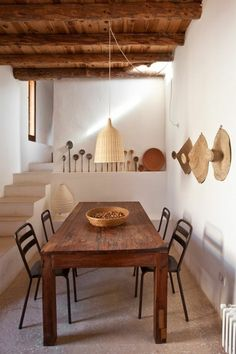 Relaxed environment in Ibiza Houses In Poland, Bungalow, Half Bathroom Remodel, Style Rustique, Dining Room, Dining Table, Hallway Decorating, Paris Apartments, Home Look