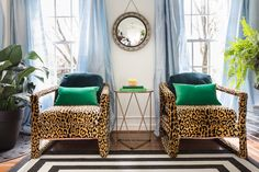 Fall 2018 One Room Challenge BIG REVEAL! Check out killer style in my living and dining room. Blue Velvet Couch, Velvet Chairs, French Bohemian, Living Room Decor, Dining Room, Silk Curtains, Interior Design Inspiration, Milo Baughman, Kelly Wearstler