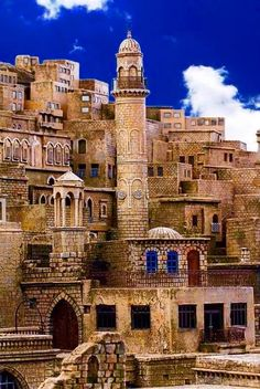 At the Mardin city in Turkey. The city is located on a rocky hill near the Tigri… – 2020 World Travel Populler Travel Country Turkish Architecture, Ancient Architecture, Amazing Architecture, Places Around The World, Travel Around The World, Around The Worlds, Beautiful Buildings, Beautiful Places, Wonderful Places