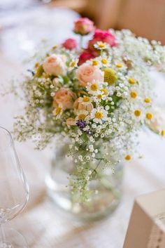Rustikale Hochzeit inspiriert von Jane Austen von candid moments | Hochzeitsblog - The Little Wedding Corner #weddingflowers