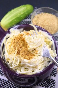 This cream cheese pasta recipe is one of the easiest angel hair pastas to make! The two ingredient cream cheese sauce makes one easy dinner! Angel Hair Pasta Recipes, Easy Pasta Recipes, Quick Dinner Recipes, Cream Cheese Pasta Sauce, Cream Cheese Recipes, Cream Pasta, Creamy Spinach Chicken, Pasta Sides, Italian Recipes