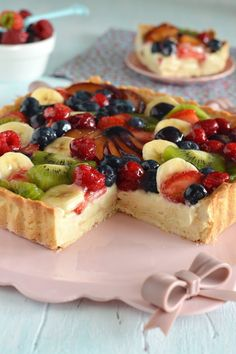 Non è per presunzione, ma questa è senza dubbio, per me, la ricetta perfetta per preparare la classica crostata di frutta. Per quale mot...