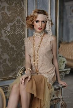 20 ideas vintage wedding hairstyles roaring You are in the right place about wedding parties place Here we offer you the most beautiful pictures about the who is in the wedding parties you a Gatsby Outfit, Gatsby Dress, 1920s Dress, Roaring 20s Fashion, Great Gatsby Fashion, Moda Vintage, Vintage Mode, Vintage Hairstyles, Wedding Hairstyles