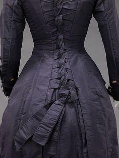 Mourning dress back