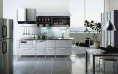 elegante cocina tonos metalizados, modernidad fresca