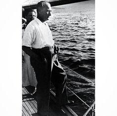 Atatürk Bugünlerde ne çok ihtiyacımız var sana Mustafa Kemal Atatürk'üm... Keşke bir yerlerden çıkıp gelsen.. Ülken yangın yeri.. YaseminAksu