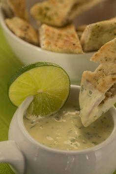 Devos Lemmens | Sauce dip citron vert et coriandre8 cuillères à soupe de mayonnaise D&L 2 cuillères à soupe de jus de citron vert zeste d'1 citron vert 2 cuillères à soupe de coriandre hachée C'est Bon, Sauce, Mayonnaise, Lime Juice, Cilantro, Recipes