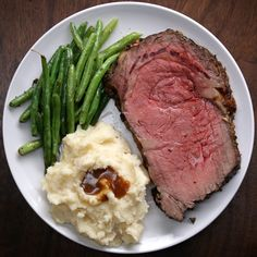 Uploaded by Thelma Judith Garlic and Herb Butter Prime Rib. dinner videos Costilla con mantequilla de ajo y hierbas Rib Recipes, Roast Recipes, Cooking Recipes, Gourmet Recipes, Game Recipes, Corned Beef Recipes, Potato Recipes, Slow Cooker Recipes, Prime Rib Roast