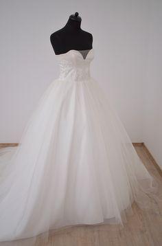 Beautiful wedding dress with hungarian motifs.  www.hagyomanyorzobolt.com Wedding Dresses, Beautiful, Fashion, Bride Dresses, Moda, Bridal Gowns, Fashion Styles, Weeding Dresses, Wedding Dressses