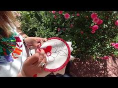 [Puntada Fantasía] Flor pequeña - Berenjena | Un Mundo Maravillisa - YouTube