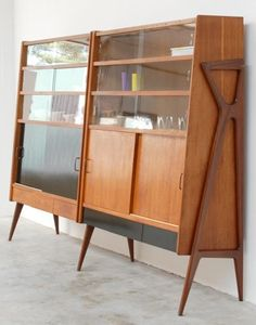 Looking distinctly Italian MCM is this wooden modular shelving/storage unit design by Louis Paolozzi in the Designed to be expandable, individual sections with various options like shelves, drawers, or cupboards could be added. Mcm Furniture, Vintage Furniture, Furniture Design, Mid Century Modern Design, Mid Century Modern Furniture, Midcentury Modern, Mid Century Decor, Mid Century House, Madeira Natural